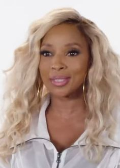 Mary J. Blige - Wikipedia R&b Albums, Hip Hop Albums, Best R&b, Sean Combs, Hip Hop Songs, Beautiful Haircuts, Mary J, Billboard Hot 100, Aretha Franklin