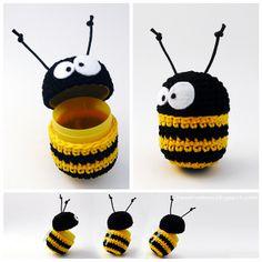 crochet bee as cover egg