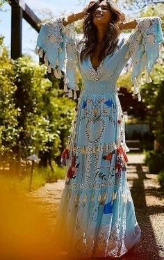 150 Boho-Style Fashion Looks Make sure you check out our bamboo hangbags to complete your summer outfit. Boho Chic, Look Hippie Chic, Gypsy Style, Boho Gypsy, Modern Hippie Style, Fashion Looks, Style Fashion, Bohemian Fashion, Fashion Top