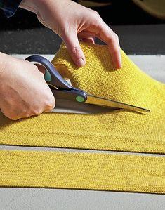 Πώς να ντύσετε παλιά σκαμπό με κομμάτια από μπλούζες! - Toftiaxa.gr | Κατασκευές DIY Διακοσμηση Σπίτι Κήπος Furniture Projects, Diy Furniture, Alter Pullover, Tire Art, Cool Coasters, Stool Covers, Diy Home Decor On A Budget, Diy Home Crafts, Diy Hacks