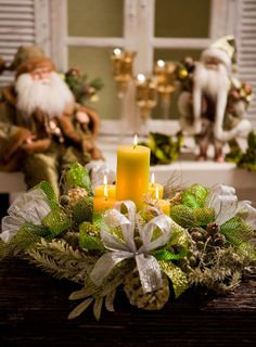 Arranjo de mesa natalino com velas