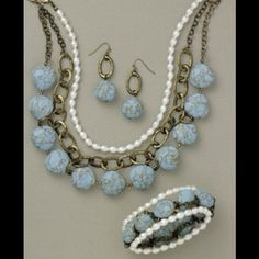Gorgeous Resort necklace Great statement piece pearl necklace and stone piece Premier Designs  Jewelry Necklaces