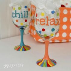 Great DIY tutorial to learn how to make hand painted wine glasses using colorful enamel paints. This would be a fun gift idea for friends! Wine Glass Crafts, Wine Craft, Wine Bottle Crafts, Wine Bottles, Jar Crafts, Diy Wine Glasses, Hand Painted Wine Glasses, Sharpie Wine Glasses, Broken Glass Art