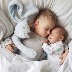 Best Ideas For Baby Photography Newborn Boy Sibling Poses So Cute Baby, Baby Kind, Baby Love, Newborn Shoot, Baby Boy Newborn, Foto Baby, Sibling Poses, Newborn Baby Photography, Children Photography