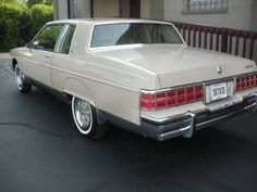 Classic Cars Usa, American Classic Cars, American Muscle Cars, American Pride, Buick Cars, Pontiac Cars, Pontiac Parisienne, Jeep Cherokee Sport, Pontiac Catalina