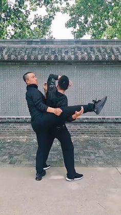 Krav Maga Self Defense, Self Defense Moves, Self Defense Martial Arts, Martial Arts Techniques, Self Defense Techniques, Martial Arts Workout, Martial Arts Training, Fighter Workout, Gym Workout For Beginners