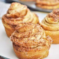Breakfast Pastries, Bread And Pastries, Breakfast Items, Breakfast Muffins, Cruffins Recipe, Fun Desserts, Dessert Recipes, Tasty Pastry, Homemade Breakfast