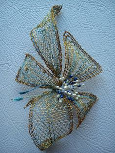 Lace Heart, Lace Jewelry, Bobbin Lace, Lace Detail, Butterfly, Facebook, Beading, Leaves, Slip On