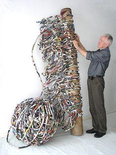 Ivano Vitali - Maglione 2012. Installazione con le pagine dei quotidiani.  Ivano Vitali - Maglione 2012. Installation with pages of newspapers