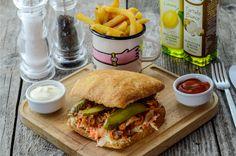 Pulled pork sandwich Pork Sandwich, Sandwiches, Pulled Pork, Burgers, Hamburger, Chicken, Ethnic Recipes, Food, Pull Pork