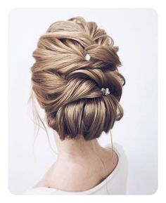 Wedding Hairstyles Updo Whether a classic chignon, textured updo or a chic wedding updo with a beautiful details. These wedding updos are perfect for any bride looking for a unique wedding hairstyles. - Hair by Lena Bogucharskaya Make up Unique Wedding Hairstyles, Romantic Hairstyles, Prom Hairstyles, Easy Hairstyles, Hairstyle Ideas, Updo Hairstyle, Modern Hairstyles, Hairstyle Short, American Hairstyles