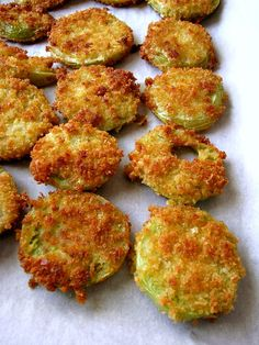 A summertime favorites, these Crispy Fried Green Tomatoes are made with Panko breakcrumbs mixed with garlic, onion, and a little kick of cayenne pepper.