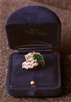 Bague de fiançailles en diamants et émeraude Van Cleef Arpels de Jackie Kennedy