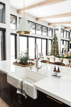 7 Dreamy white interiors that bring a winter wonderland in your home