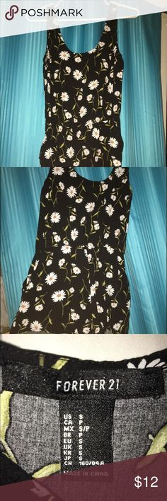 """Forever 21 cute daisy romper! Super cute romper from forever 21! Size small!! Has pockets, kinda short on me. I'm 5 6"""" for comparison. The pattern is super cute!❤️ Forever 21 Other"""