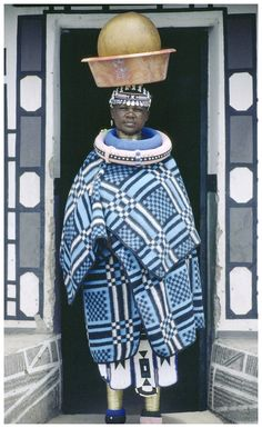 anotherafrica:    Ndebele woman carrying beer in a traditional beer clay…