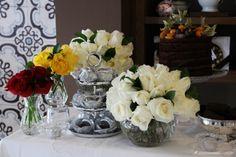 decoração de mesa de doces amarela, festa amarela, como colocar a mesa, como receber, mesa de bolos, yellow cake table, dessert table