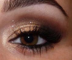 Sexy Smokey Eye - Glamorous New Year's Eve Eye Makeup Ideas & Tips #YouQueen #makeup #eyes
