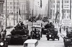 Will McBride Konfrontation von Panzern der US Army und der Roten Armee am Checkpoint Charlie in der Friedrichstraße West-Berlin 1961  Courtesy Shawn Robin & Brian McBride  #EuropeUnderConstruction #berlin #willmcbride #westberlin #checkpointcharlie  #photogallery #blackandwhite #gallery #photography #1960s #urban #lifeinberlin #galerie36 by galerie36