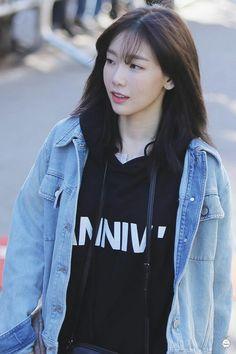 taeyeon snsd  #Snsd #taeyeon #Girlsgeneration  #Kpop  #Fashion #Girls Girls Generation, Girls' Generation Taeyeon, Sooyoung, Yoona Snsd, Korean Girl Fashion, Kpop Fashion, Fashion Outfits, Taeyeon Fashion, Airport Fashion