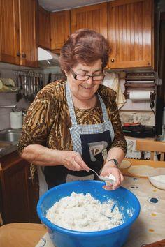 Αγροσελίδα: Η κυρία Βέτα φτιάχνει γνήσιες νεράτες μυζηθρόπιτες Greek Recipes, Food, Losing Weight, Eten, Greek Food Recipes, Meals, Diet
