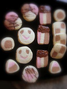 Cookies   http://decoraciondemabel.blogspot.com.es/2012/08/masas-secas-pastas-para-el-te.html