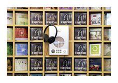Wrock CD display shelf & listening! xD Any idea how you'd make it?