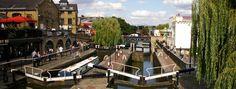 Pour apprécier Londres d'une autre façon, partez vous balader le long des canaux de Londres, à pieds ou en bateau ! Les plus beaux se trouvent dans le nord de Londres : au départ de Little Venice, où se trouvent de nombreuses péniches habitées et décorées de petits jardins flottants, longez le Regent's Canal qui vous mènera jusqu'à Camden, traversant sur votre chemin le Regent's Park et le London Zoo.