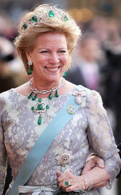 Queen Anne Marie of The Hellenes, née Princess of Denmark, wearing The Greek Emerald Parure Tiara. Royal Tiaras, Tiaras And Crowns, Adele, King George I, Greek Royalty, Alexandra Feodorovna, Royal Queen, Danish Royal Family, Danish Royals