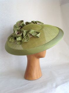 Voorjaars-/Zomer collectie 2017 – La plus belle ! Millinery Hats, Fascinator Hats, Fascinators, Headpieces, Funky Hats, Xhosa, Flapper Hat, Hat Blocks, Church Hats