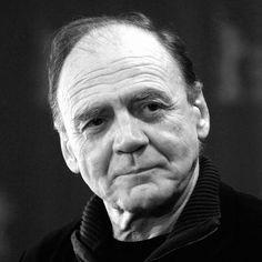 Bruno Ganz (nacido el 22 de marzo de 1941 en Zúrich, Suiza) el más importante actor actual en lengua alemana, es un actor suizo que ha alcanzado celebridad internacional por su interpretación del ángel Damiel en El cielo sobre Berlín y como Adolf Hitler en el controvertido film El hundimiento (2004), si bien contaba ya con una importante carrera previa teatral y cinematográfica.