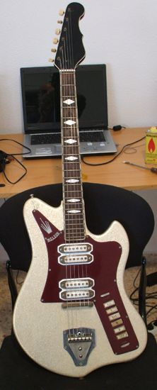 Welson 1962 Silver Sparkle (4 pickups!)