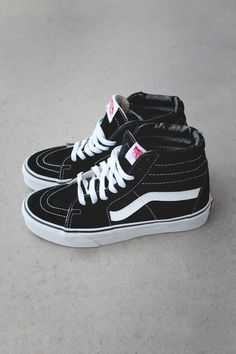 Vans these are the only shoes i wear tbh Sock Shoes, Cute Shoes, Me Too Shoes, Shoe Boots, Vans Girls, Vans Outfit Girls, Vans Sk8 Hi Noir, Vans Hi Sk8, Vans Skate Hi