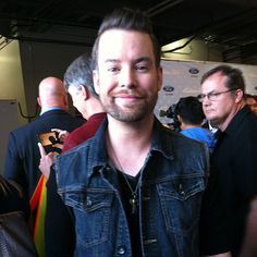 I caught up with David Cook after Idol last Thursday. Sweet as always. Love his charming tilted smile!