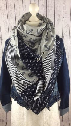 Sandra Rodriguez's media content and analytics Japan Fashion, Diy Fashion, Fashion Outfits, Womens Fashion, Sewing Scarves, Kerchief, Neck Warmer, Plaid Scarf, Cowl Scarf