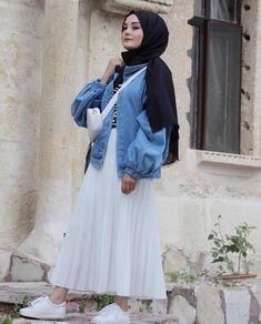 Maxi Robe Hijab Fashion - Hijab Mode Source by riafitriaaa hijab Street Hijab Fashion, Muslim Fashion, Modest Fashion, Fashion Outfits, Fashion Fashion, Hijab Casual, Hijab Chic, Modest Dresses, Modest Outfits