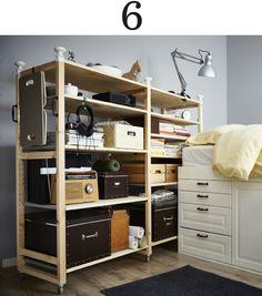 Durch die Umgestaltung deines IVAR Regals, u. a. mit EKORRE Haken und FJÄLLA Box mit Deckel in Braun lässt es sich auf wenig Raum viel leichter nutzen.