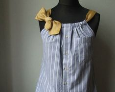 Nog een recycle tip voor een overhemd. Je hebt er wel nog een stropdas bij nodig om er een grappige upcycled top van te maken.