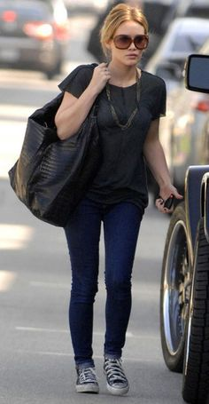 This is a pretty relaxed look, I'm sorta diggin' it!! Hilary Duff