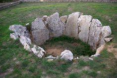 Efimerata: Catedrales circulares en Burgos. Dolmen la Cabaña
