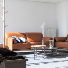 DURLET - Lima: Sofa + Hoofdsteun & Voetbank(185 cm - Gaucho leder). Lima is een compacte sofa met een rijkdom in uitstraling.