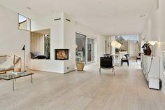 Hyggekrog Scandinavian Interior Design, Scandinavian Home, Living Room Decor, Living Spaces, Big Bedrooms, Easy Home Decor, Villa, Log Homes, House Design