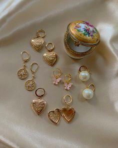 Mini Bead Bar Stud earrings in Gold fill, short gold bar stud, gold fill bar post earrings, gold bar earring, minimalist jewelry - Fine Jewelry Ideas Cute Jewelry, Gold Jewelry, Jewelry Box, Vintage Jewelry, Jewelry Accessories, Jewelry Armoire, Nail Jewelry, Jewelry Hanger, Pandora Jewelry