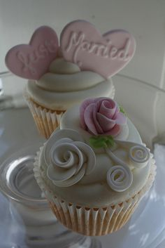 Flowers & Just Married Cupcakes
