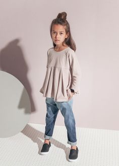 Girls clothes from Kids on the Moon. Ombre jeans for kids. Tween Fashion, Little Girl Fashion, Child Fashion, Fall Fashion 2016, Kids Tops, Kid Styles, Kids Wear, Cute Kids, Nice Dresses