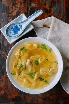 Shanghai Wonton Soup - Shanghai Street Food - The Woks of Life Soup Recipes, Cooking Recipes, Brunch Recipes, Cooking Tips, Vegetarian Recipes, Chinese Spices, Wonton Noodles, Wok Of Life, All Bran