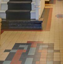Utrecht jaren 30 tegels 10x10 geblokt met zwarte omranding pinterest met - Entreehal met trap ...