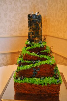 Dungeons and Dragons cake.....hmmm......his 40th is coming up on March 18...I want to have a big gaming themed party.... :)