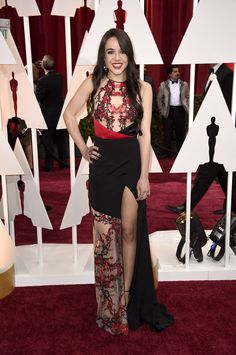 Oscar 2015: uma volta pelo red carpet da premiação do cinema - Vogue | Red carpet.  Lorelei Linklater vestido Gabriela Cadena