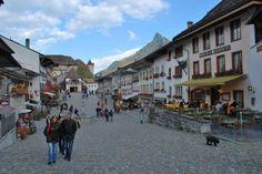 Con un vuelo barato a Suiza conoce la romántica Gruyères - http://revista.pricetravel.com.mx/vuelos-baratos/2015/08/17/vuelo-barato-a-suiza-conoce-la-romantica-gruyeres/